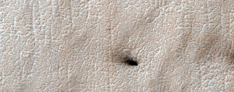 Image credit: NASA/JPL/University of Arizona - http://www.uahirise.org/ESP_020242_0945